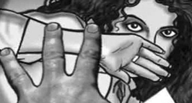 A 17-year-old girl was allegedly raped and set ablaze in Telangana - crime news in kannada