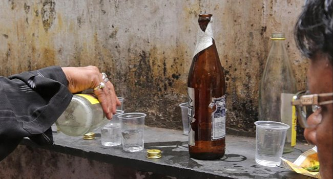 youth arrested for forging excise department GO about liquor shops - india news in kannada