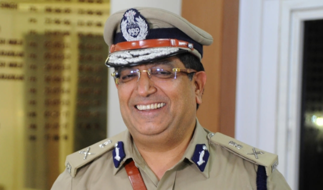 Another IPS officer resigns